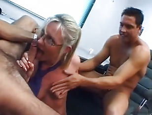 Picture BBQ DP British Secretary
