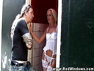 Picture Blond Hooker Gets Started Imidiatly On Her C...