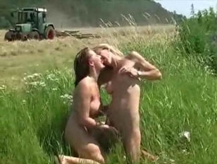 Picture Lesbian Amateurs Making Out In The Nature