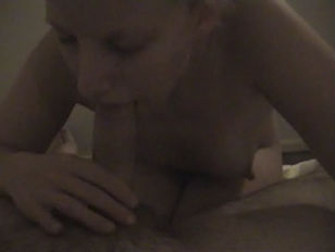 Amateur Blond Gives A...
