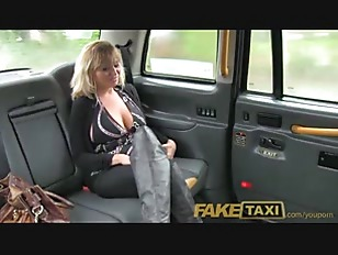 Picture Hot American MILF With Big Tits