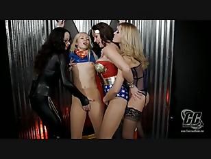 asiatisk Superheroine porno leker i fitte porno