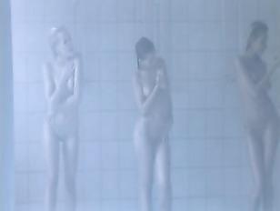 Picture Lesbenspiele Im Duschraum