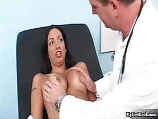 Picture Lexi Brooks Visits Her Doctor As Shes Thinki...