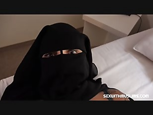 , HOT MUSLIM BABE SUCKS & FUCKS IN THE KITCHEN