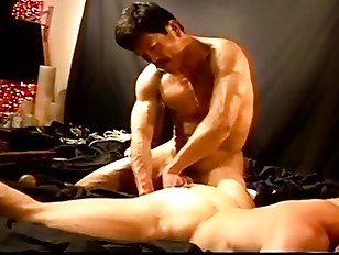 Cbt muscle stud orgy with mechanical hitting device