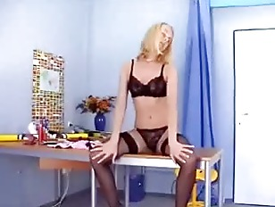 Picture Leggy Blonde Masturbates In Stockings And Pa...