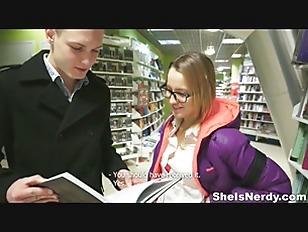 中学生アイドルが狭いまんこにデカチンを挿入してピストンの校生系動画