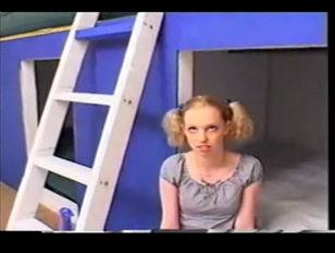Blonde teen Jamie Lynn...