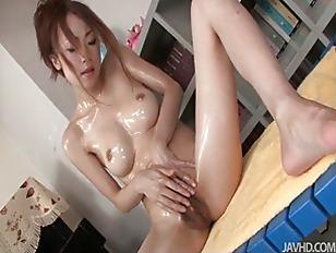 Sara Seori Oils Up...