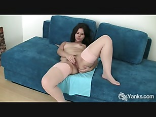 Picture Voluptuous Amateur Hermine Masturbating