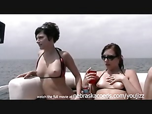 Picture Naked Nubile 20y-Girls On A Boat On The Open...