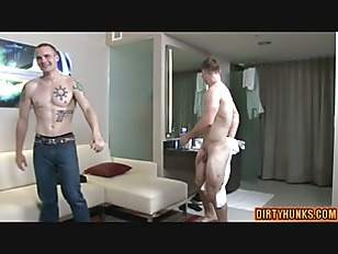 Muscle Amateur Threesome And Cumshot