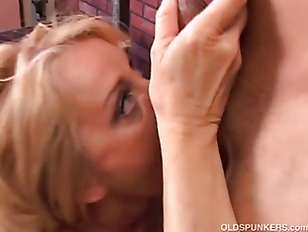 Picture Gorgeous Cougar Loves To Fuck