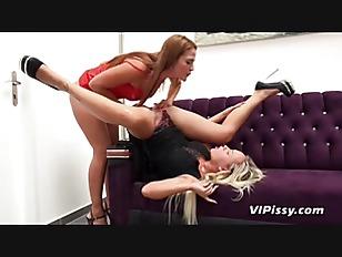 Hot Lesbians Lick Pussy...