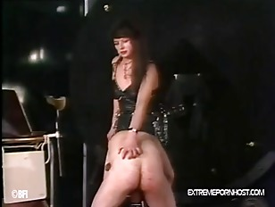Picture Gay Slave Gets Commands From A Mistress