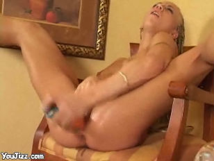Picture Amazing Babe Fucking Her Sweet Pussy With Bi...