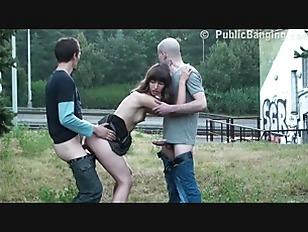 brunette teen chick outdoor dp play