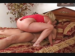 Picture Blonde Gets Nude To Show Off Her Great Ass