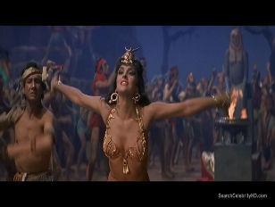 ebut-dirki-steysi-solomon-anal-na-prirode-mamochka-porno