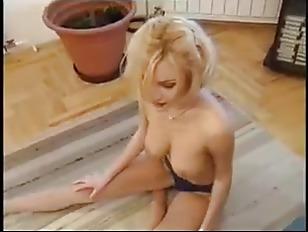 Limber Blond Rubia Follando...