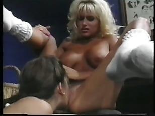 Big boobs vs small boobs
