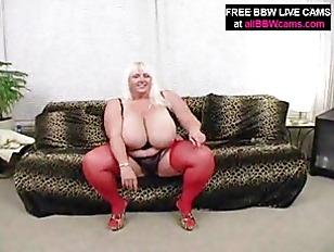 Plomper Fat Girl Plays...