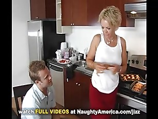 Picture MILF Kelly Leigh Goes Anal On Naughty Americ