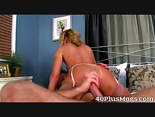 bored housewife gets a proper fucking