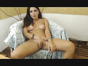 Latina webcam babe spreads & fucks her pussy