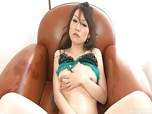 Picture Ryo Kaede Plays With Her Pussy In Black Fish...