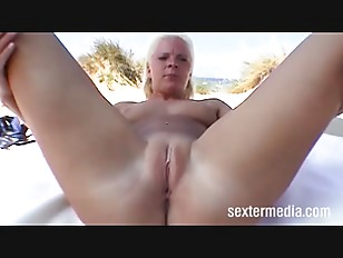 Blonde chick masturbate on...