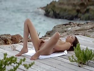 Picture Asian Angel Undress By The Ocean