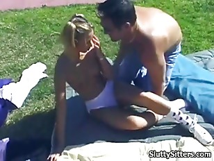 Picture Babysitters Pussy Gets Licked Outdoors