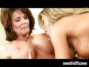 Mature Housewifes Playng The...