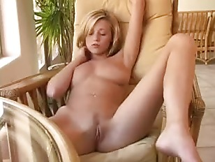 HD Solo Fingering With Peaches On Sapphix