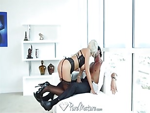 Sexy blonde MILF in black lingerie gets creampied