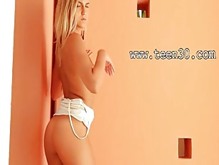 Picture Blonde Lady Showing Cute Body