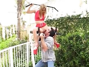 Picture Sporty CuteGirl Fucks In Brutal Threesome