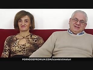 SCAMBISTI MATURI Mature Italian Swinger Gets Her Asshole And Hairy Pussy Filled With Cock