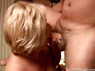 Picture Sexy Cougar Loves To Give A Sloppy Rimjob