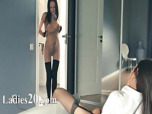 Picture Hot 20y-Girls Teasing Herself In Pants