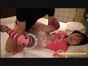 中学生アイドルが温泉で変態父親とまんことチンポを舐め合うの校生系動画