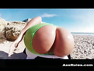 Bubble butt Beach p2