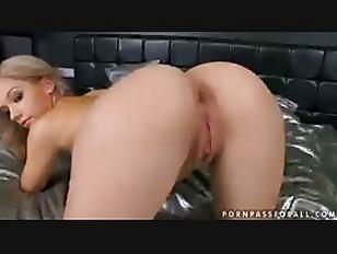 Leggy Bibi Noel