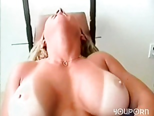 Picture Muscular Blonde Flexes Pussy Lips Around Vib...