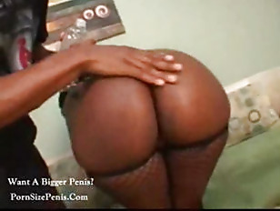 Picture Ebony Shows Off Her Ass