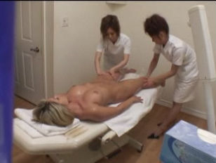 Japanese Girls Give Massage...