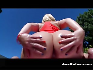 Alexis Texas Brings Her 44 Ass For A Great Time