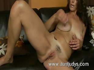 Picture Sexy Milf Mimi Moore Finger Fucks Her Pussy